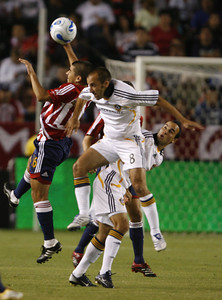 Chivas Francisco Mendoza goes up for ball aganist Galaxy Peter Vagenas during the first half of the game on Thursday, September 13, 2007. (Edna T. Simpson)
