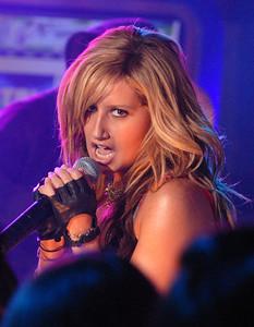 MTV TRL Ashley Tisdale Shar Jackson