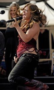 APTOPIX People  Kelly Clarkson