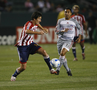 Chivas Sacha Kljestan keeps the ball away from Dallas Arturo Alvarez during the second half of the game on Saturday, May 26, 2007 at Home Depot Center in Carson, Ca. (Edna T. Simpson)