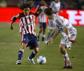 Chivas Francisco Mendoza battles for control of ball against Dallas Chris Gbandi during the second half of the game on Saturday, May  26, 2007 at Home Depot Center in Carson, Ca. (Edna T. Simpson)