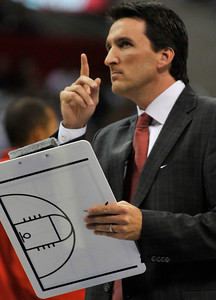 Clipper head coach Vinny Del Negro calls the plays this year. The Clippers hosted the Portland Trail Blazers in the season opener at Staples Center in Los Angeles, CA.10-27-2010. (John McCoy/staff photographer)