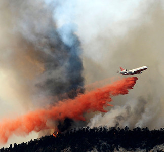 LEBEC, Calif. Ñ A DC-10 super tanker makes a drop on a  1,300-acre wildfire churning through mountains northwest of Los Angeles is threatening dozens of rural homes and evacuations are under way. The fire erupted shortly after noon Tuesday west of Interstate 5, near the small community of Lebec in Tejon Pass about 60 miles northwest of downtown Los Angeles. Temperatures are in the 100-degree range in the fire area along the southern border of Kern County. Aug 24,2010. Photo by Gene Blevins/LA DailyNews