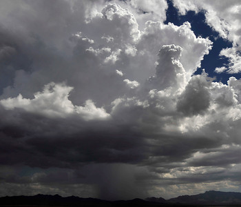A second day of monsoon moisture brought heavy rain, lightning, strong winds and flash flood warnings to the deserts of California/Nevda/Airzona. Aug 18,2010. Photo by Gene Blevins/LA DailyNews