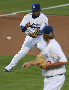 Los Angeles Dodgers' Tony Abreu fields a ball from third base as pitcher Derek Lowe looks back at a ball hit by Cubs' Alfonso Soriano in the first inning of the game played on Friday, May 25, 2007 in Los Angeles, CA.  John Lazar / L.A. Daily News Staff Photographer