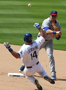 Los Angeles Dodgers' Mike Lieberthal gets tagged out at second base by the Cubs' Mark DeRosa in the eighth-inning of the game played on Saturday, May 26, 2007 in Los Angeles, CA.  John Lazar / L.A. Daily News Staff Photographer