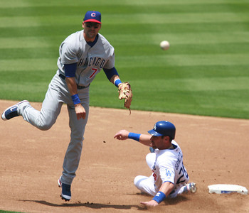 Los Angeles Dodgers' Luis Gonzalez gets tagged out at second base by Cubs' Mark DeRosa in the second inning of the game played on Saturday, May 26, 2007 in Los Angeles, CA.  John Lazar / L.A. Daily News Staff Photographer