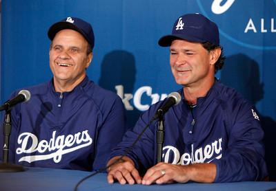 Dodgers' Torre steps down