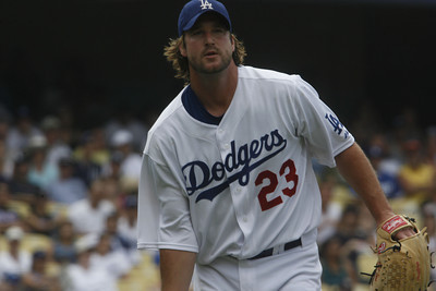 Dodgers RHP, Derek Lowe started pitching in the 7th inning on Sunday, July 22, 2007 against New York Mets at Dodger Stadium. (Edna T. Simpson)