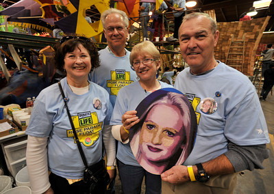 """(l-r) Ellen Barnett, Bob Mummey, Elizabeth Seraphin and Jim Barnett hold a floragraph of Seraphins daughter Amanda, who died in an equestrian accident. Amandas kidney and pancreas were donated to Jim Barnett, saving his life. Donate Life, which is a group promoting organ donation, is decorating a float for the Rose Parade. They have people whose lives were saved by organ donation put together """"floragraphs"""" or flower portraits of the people who donated the organs.Pasadena, CA 12-11-2010. (John McCoy/staff photographer)"""