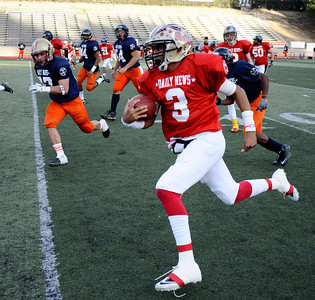 Game action 15th annual Daily News East-West all-star football game, as East took the win 21-20 over the West at Collage of the Canyons in Valencia CA. Jan 16, 2011 Photo by Gene Blevins/LA Daily news
