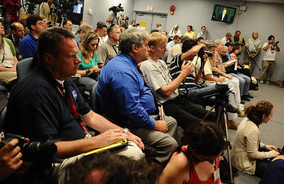 News media ask questions about todays scrubbed of Endeavour as problems with the shuttle Endeavour's hydraulic power system forced NASA managers to scrub Friday's planned launch on a space station assembly mission, disappointing thousands of spectators and spoiling a visit by President Obama and his family.  Kennedy Space Center FL. April 28,2011. Photo by Gene Blevins/LA Daily News