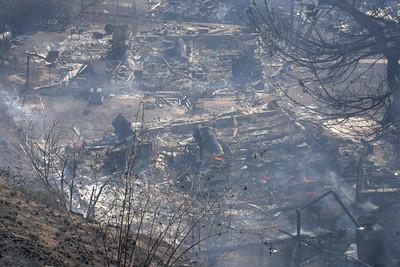 MALIBU FIRE--Structures destroyed near Pepperdine University sunday morning.   Photo by David Crane/Staff Photographer.