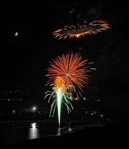 Fireworks during the Castaic Lake 4th of July Celebration, in Castaic CA. (Hans Gutknecht/Staff Photographer)