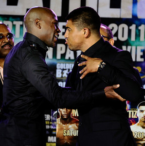 (L) Floyd Mayweather Jr. gets into a bit of a push and shoving match with Victor Ortiz at the Nokia center during a press conference on their upcoming fight on Sept 17th at the MGM grand hotel in Las Vegas for the WBC welterweight title. Los Angeles CA. June 29,2011. photo by Gene Blevins/LA Daily News