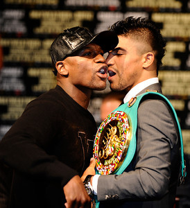 Floyd Mayweather(L) faces off with Victor Ortiz during the last press conference on their upcoming fight for the WBC welterweight title this Saturday at the MGM grand hotel in Las Vegas.  Sept 14,2011. Photo by Gene Blevins/LA Daily News