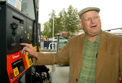 Daniel Carpenter, 55, of Agoura Hills, Ca., but moving to Texas this weekend gases up at the Shell Station on Monday, May 21, 2007 at the corner of Van Nuys Blvd and Moorpark Street in Sherman Oaks, Ca.  (Tina Burch/Staff Photographer)