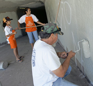 Joe Lazano of Mission Hills, CA, along with his granddaughters Danielle Coronado, 13, and her sister Michelle, 9, of Granada Hills who help him paint over some graffiti near San Fernando High School on Wednesday, July 18, 2007. (John Lazar/L.A. Daily News Staff Photographer)