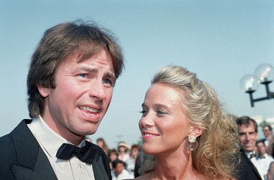 EMMYS JOHN RITTER AND WIFE 1987