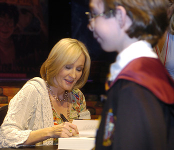 "Author J.K. Rowling signs 1,600 copies of ""Harry Potter and the Deathly Hallows"" on Monday morning, Oct. 15, 2007 at the Kodak Theatre in Hollywood, Ca.  A student from Encino Elementary School gets his copy while he is dressed as character Harry Potter.  (TiNa Burch)"