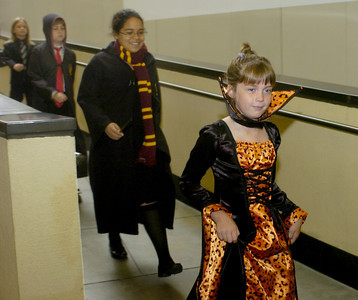 "Students from Encino Elementary School dress in costumes from ""Harry Potter and the Deathly Hallows"" book at the Kodak Theatre on Monday morning, Oct. 15, 2007, for the author, J.K.Rowling Open Book Tour.  (Tina Burch/Staff Photographer)"
