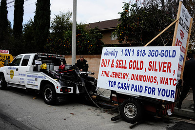 LA city tow truck gets ready to tow away one of the many mobile billboards that are park on city streets in the San Fernando Valley. LA City Councilman Dennis Zine, transportation officials and police hold a press conference to discuss the results of a weekend sweep by the cityÕs Mobile Billboard Task Force to crack down on mobile billboards. Canoga Park Jan 3,2011 Photo by Gene Blevins/LA DailyNews
