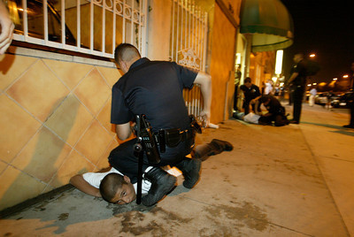 (8-28-04 South Los Angeles) LAPD officers detaine people that were fighing in a party in the 77th Division area of S Los Angeles. (Hans Gutknecht/LA Daily News)