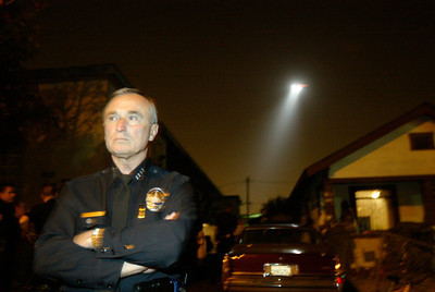 (9-3-04 Los Angeles) Los Angeles Chief of Police William Bratton as a LAPD airship circles behind him at a crime scene in South Los Angeles. (Hans Gutknecht/LA Daily News)