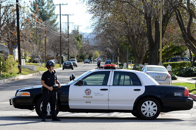 Los Angeles Police officers block off Manton Ave after a man shot a police officer  in Woodland Hills. (Hans Gutknecht/Staff Photographer)
