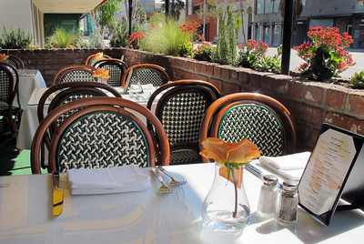 La Frite Cafe on Ventura Blvd. in Sherman Oaks Ca.  Restaurant patio seating.  (Dean Musgrove/Staff Photographer)