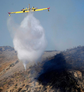 LA city and LA county firefighters battle a 10 acre brush fire in the hills of Lake View Terrace that started around 2 pm Satruday. The fire move slowly and no homes were threatan, the caused is still under investigation. Lake View Terrace, CA.Photo by Gene Blevins/LA DailyNews