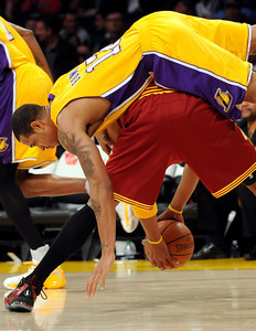 DS12-LAKERS-11AH