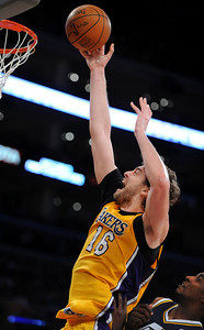 DS28-LAKERS-3AH