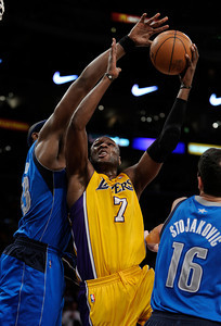 Brendan Haywood guards Lamar Odom in the second half. The Lakers played host to the Dallas Mavericks in game 2 of the playoffs. Los Angeles, CA 5-4-2011. (John McCoy/staff photographer)