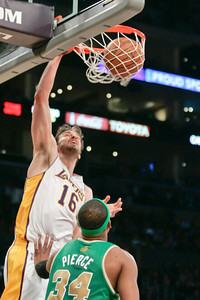 DS12-LAKERS-DC