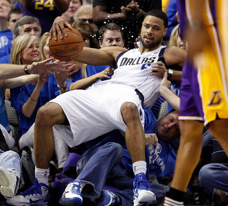 APTOPIX Lakers Mavericks Basketball