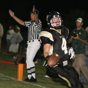 Oak Park High School,  Kyle Shorten runs in a touchdown during the first half on Friday, September 14, 2007 against Royal High School. (Edna T. Simpson)