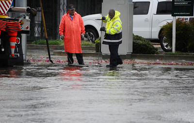 City works try to un-clog a storm drain as many intersections were flooded from the heavy bands of rain moved across Los Angeles County, and triggered warnings from the National Weather Service of possible localized ponding and flooding across the Southland.  Van Nuys CA.March 25.2012. Photo by Gene Blevins/LA Daily News