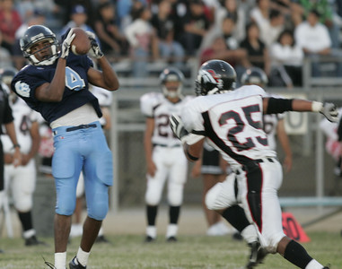 Sylmar's David Westby catches a pass in front of Arleta's Omar Barrera-Sanchez during the first half on Friday, September 7, 2007. (Edna T. Simpson)