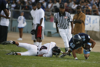 Sylmar's Angel Anguiano tries to get pass Arleta's Victor Fermin during the first half of the victory game on Friday, Septemer 7, 2007.  (Edna T. Simpson)