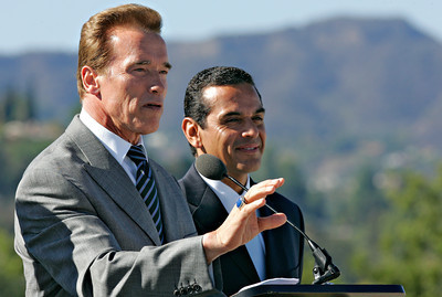 California Governor Arnold Schwarzenegger and Los Angeles Mayor Antonio Villaraigossa and other local and state officials announced the completion of the $48,000,000 traffic project from the top of the Sherman Oaks Galleria on Friday, Oct. 19, 2007 over-looking the US-101 and I-405 freeway intersections which were re-designed to flow more traffic through what's known as the worst bottleneck in the country and one of the worse in the world. (John Lazar / L.A. Daily News Staff Photographer)