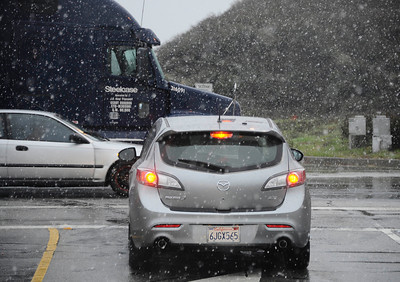 Heavy snow falls from the Newhall pass to Santa Clarita and the Grapevine as residents were treated to an early 2011 snowfall Sunday afternoon after a light rain turned to flurries and then to a heavy snowfall. Santa Clarita Jan 2,2011 Photo by Gene Blevins/LA DailyNews