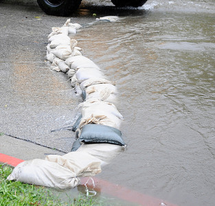 DWP had to use sandbags to keep water out as they work in holds to repair broken water pips during the heavy rain storm that came through the valley that caused major flooding and blown down trees. March 20,2011. Sherman Oaks Photo by Gene Blevins/LA Daily News