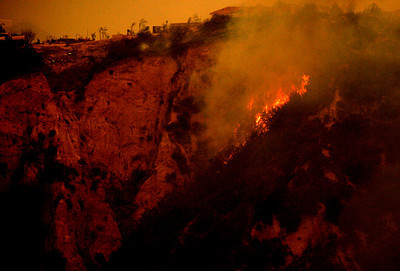 The Santa Rosa fire broke out this morning between the cities of Camarillo and Moorpark, causing mandatory evacuations of near by homes, Camarillo, CA. October 21, 2007. (Ernesto Elizarraraz, Special to the Daily News)