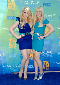 Teen Choice Awards Arrivals, Full Length, Vertical