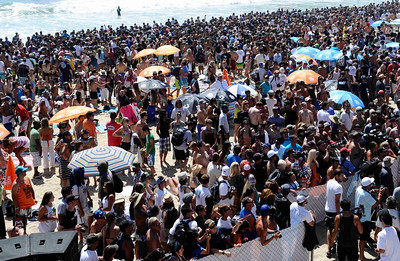 Hundreds of thousands of surf fans came out to see ten time surf champion Kelly Slater takes his 2nd win at the 2011 US Open of Surfing event at Huntington Beach   CA. Aug 7,2011 photo by Gene Blevins/LA DAILY NEWS