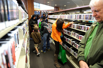 People fill the aisles during opening day for the new County of Los Angeles Topanga Library at 122 N. Topanga Canyon Blvd. in Topanga. (Hans Gutknecht/Staff Photographer)