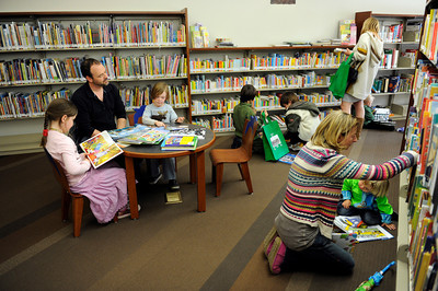 Parents and children browse through books during opening day for the new County of Los Angeles Topanga Library at 122 N. Topanga Canyon Blvd. in Topanga. (Hans Gutknecht/Staff Photographer)