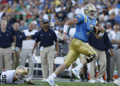 UCLA's Ben Olson gets past Notre Dame's John Ryan during the first quarter on Saturday, Oct. 6, 2007 at Rose Bowl. (Edna T. Simpson)