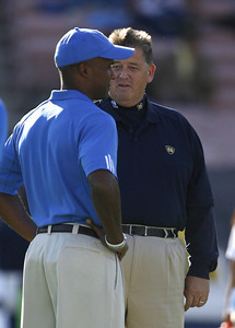 UCLA's Karl Dorrell talks with Notre Dame Head Coach  Charlie Weis before the game on Saturday, Oct. 6, 2007 at Rose Bowl. (Edna T. Simpson)